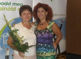 Hódiné Manyika: arany kitűző