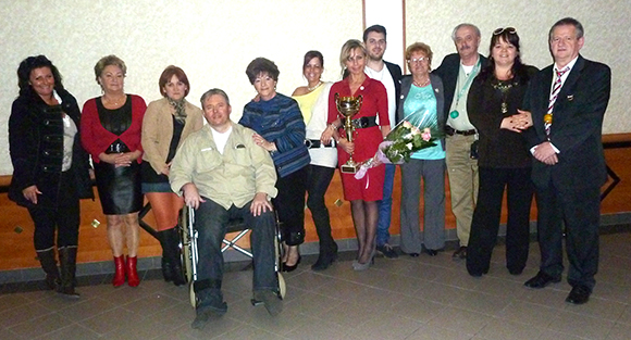 A Kosiba-csapat egy része, az elismerést hozó február után, a kép jobb szélén a vezetőkkel