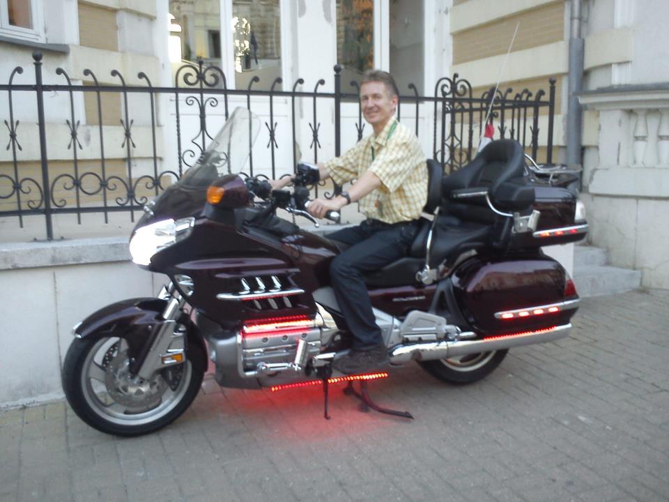Érdemes követni az ágvezetői mintát: Kónya György szívesen motorozik. A jelek szerint Szabolcsnak is ez az egyik álma...