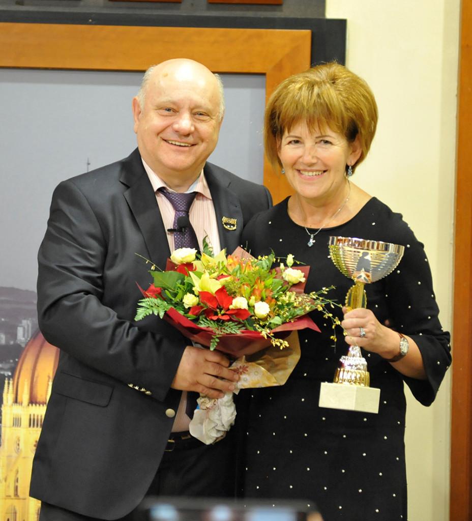 Elismerők és elismertek. Az ágvezető házaspár: Lőrincz Marika és János.