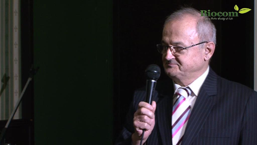 Szabó Sigfrid feltaláló, aki itt is szívesen beszélt a termék és kúra működéséről