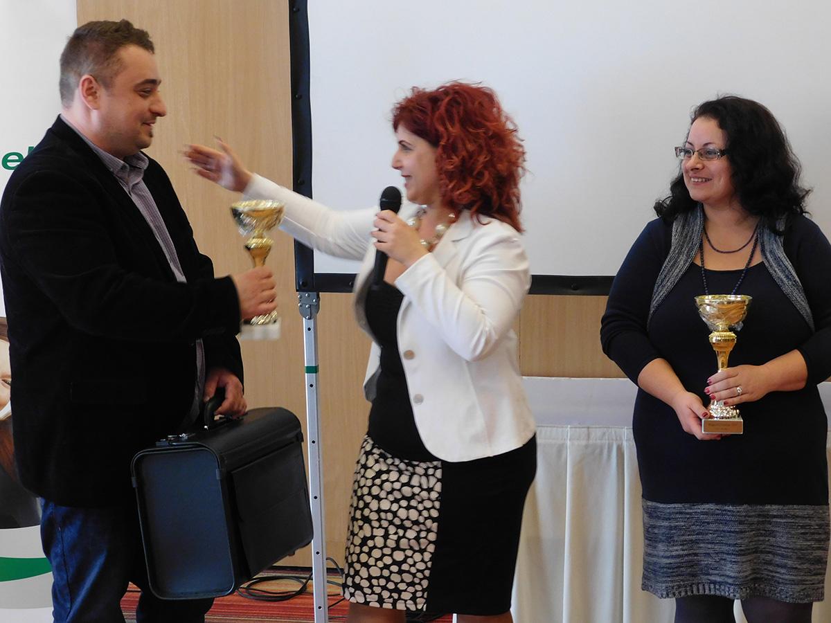 Ágvezetői elismerés azoknak a sikeres embereknek, akik hat hónap alatt érték el a HV szintet