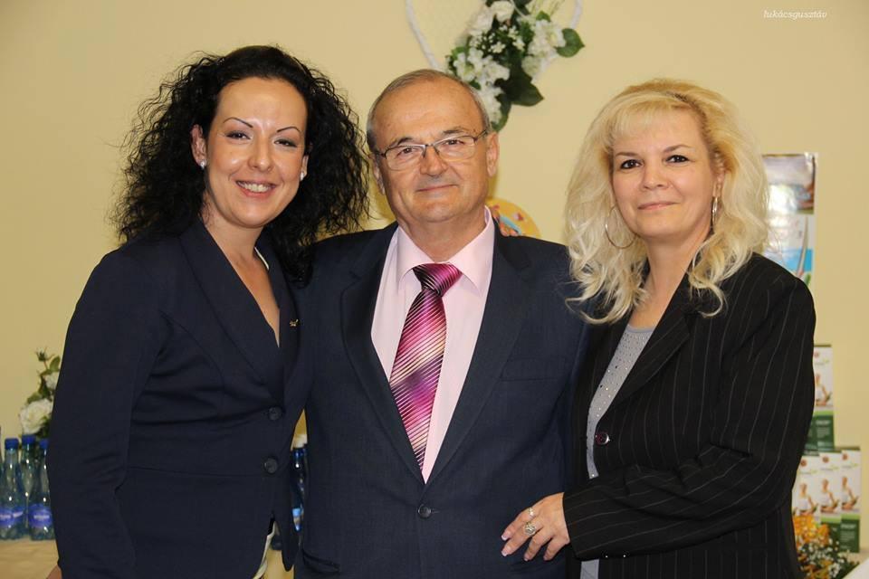 Ő is nagyon sokat köszönhet Szabó Sigfridnek, csakúgy, mint üzlettársa, Papp Anikó