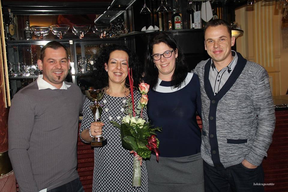 A szponzor házaspárral. Balról: Norbi, Zsuzsi, Mónika és Zsolti.