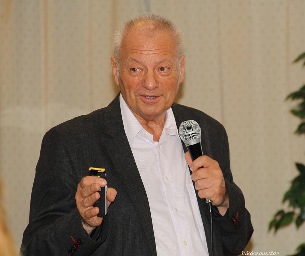 Dr Deák Sándor belgyógyász főorvos tudásával és humorával is belepte magát a hallgatóság szívébe