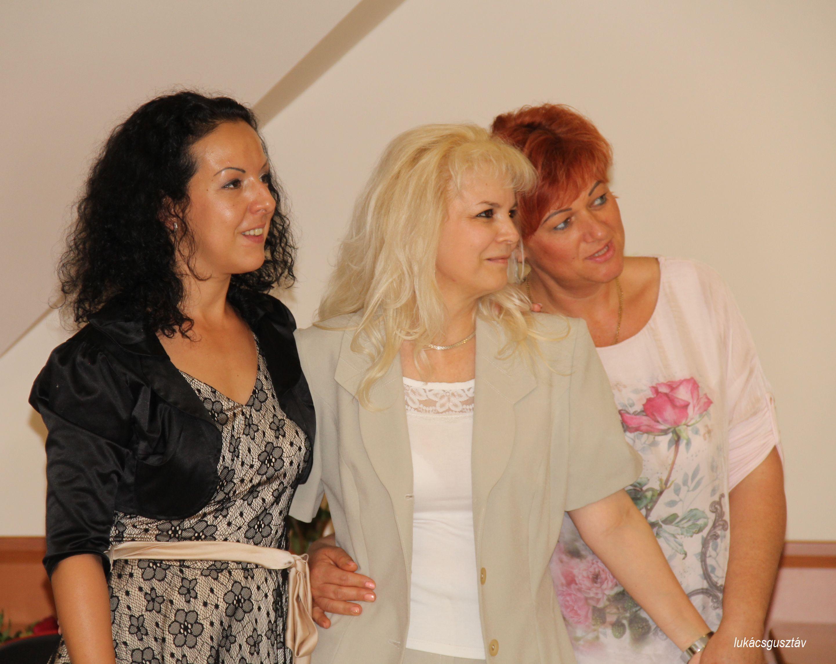 Ujvári Zsuzsi és Tóth Wolford Erika Papp Anikóval (középen), Erika HV-jával. A Biocomban megtalálták a számításukat!