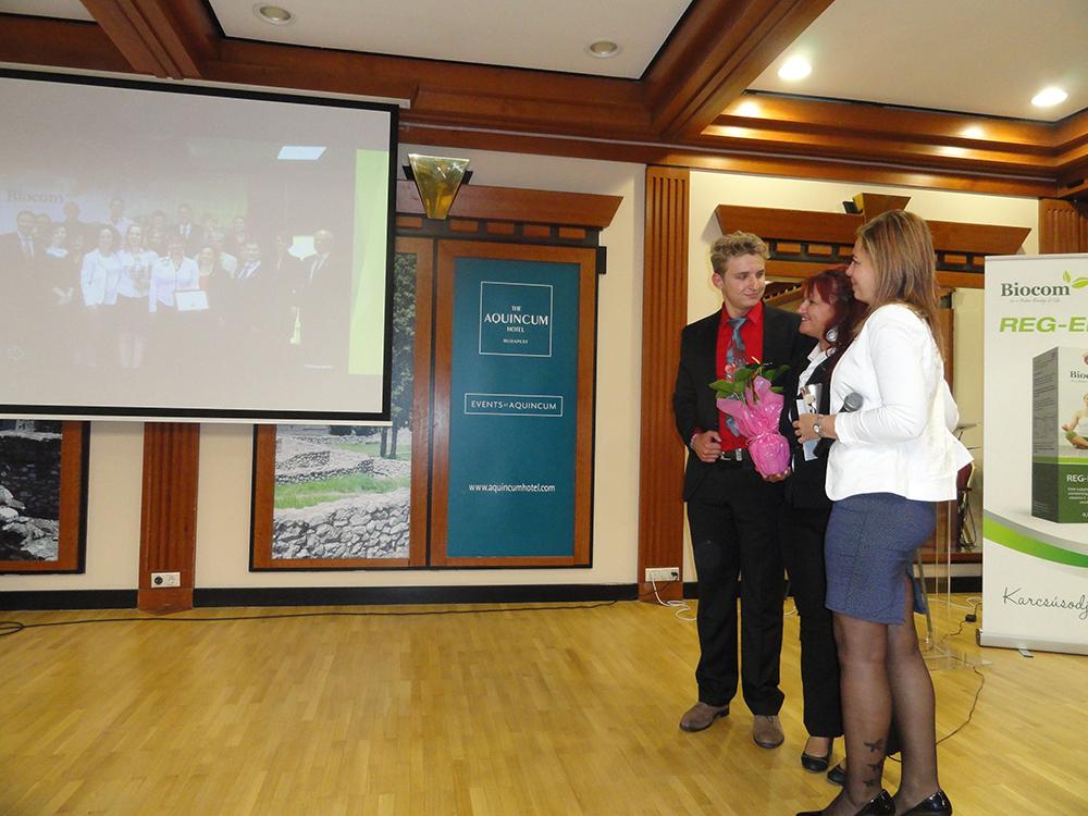 Ágvezetőjükkel, szponzorukkal, Komporday Annamáriával együtt örülnek a sikernek