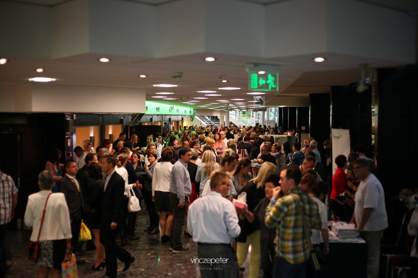 A szünet legalább olyan fontos, mint az előadás... Biocom pezsgés a Kongresszusiban.