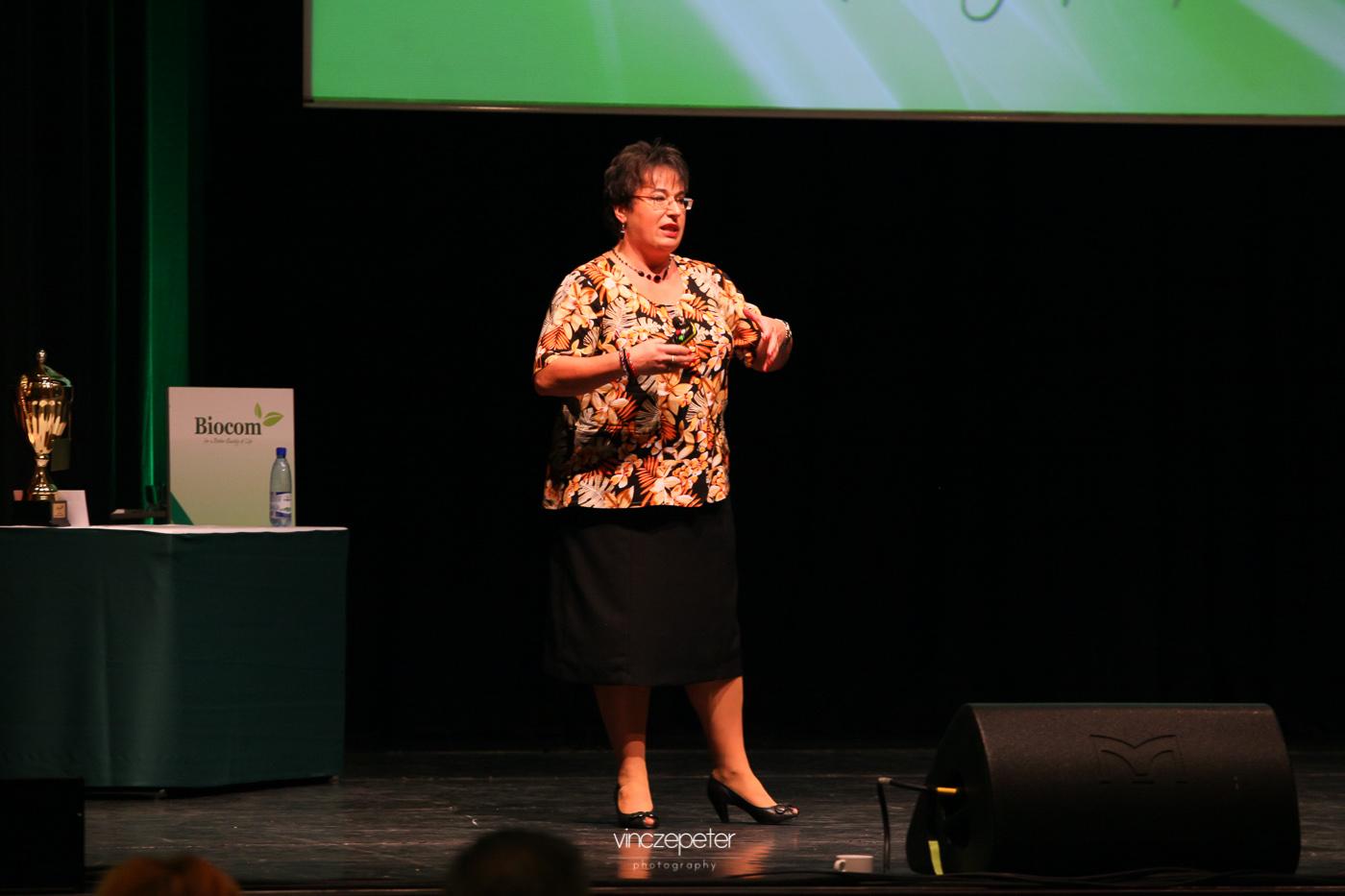 Népszerű és közérthető előadást tartott a szív-és érrendszeri betegségek kockázatairól dr. Patkó Katalin. Egyben lehetséges utakat is mutatott a megelőzésre, Biocom termékek segítségével...