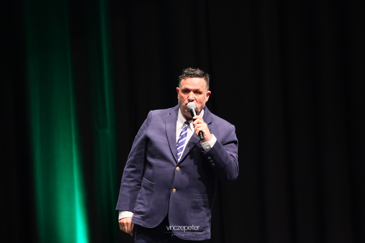 Galambos Lajcsi, a Reg-Enor legismertebb, népszerű szószólója már nem csak beszél, hanem énekel is a számára (is) jelentős fogyást hozó termékről...