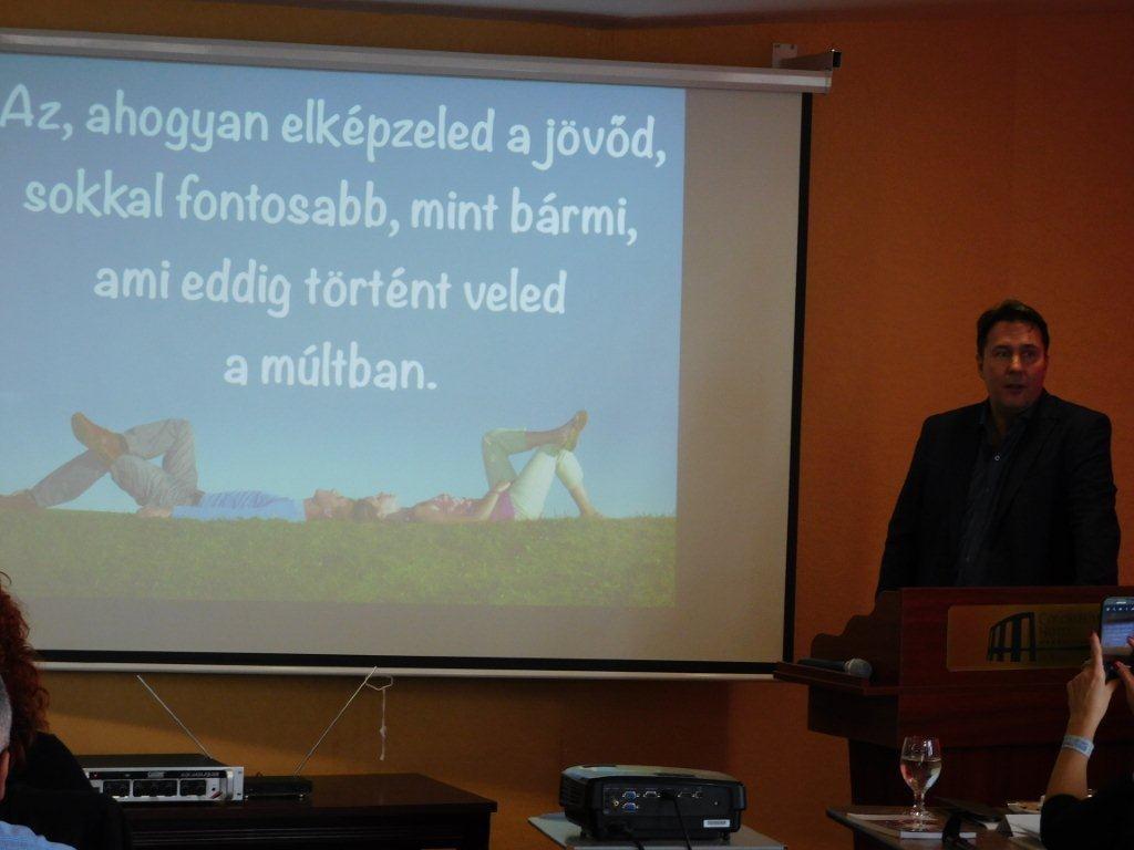 A hálózatépítés egy olyan szakma, ahol nagy a személyes szabadságunk szintje és másoknak is megadhatjuk a számunkra kínálkozó lehetőséget - hangsúlyozta a hálózatalapító, Kovács Zoltán