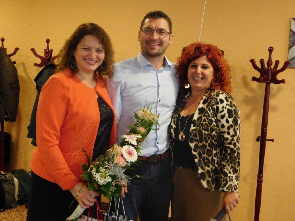 A tréning vendégelőadó házaspárja, Vass Szombatfalvi Zsuzsanna és Vass Oszkár a szegedi ágvezetővel, főszervezővel, Molnárné Andreával
