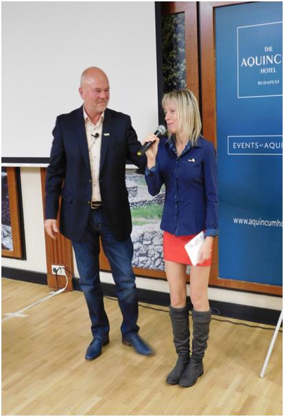 Eberhardt Hajninak, a Vass-ág vezetőjének Kónya Gyürgy hálózatigazgató, az egyik hálózatalapító gratulál országos versenygyőzelméhez