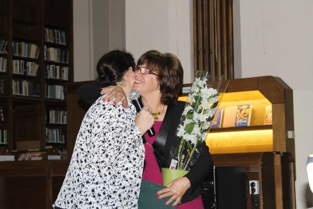 Az orchidea a köszönet és gratuláció jelképe: Pintér Pámer Kriszta ismerte el hálózatvezetője, a most már 20 ezer pontos Gruicsné Sümegi Éva munkáját