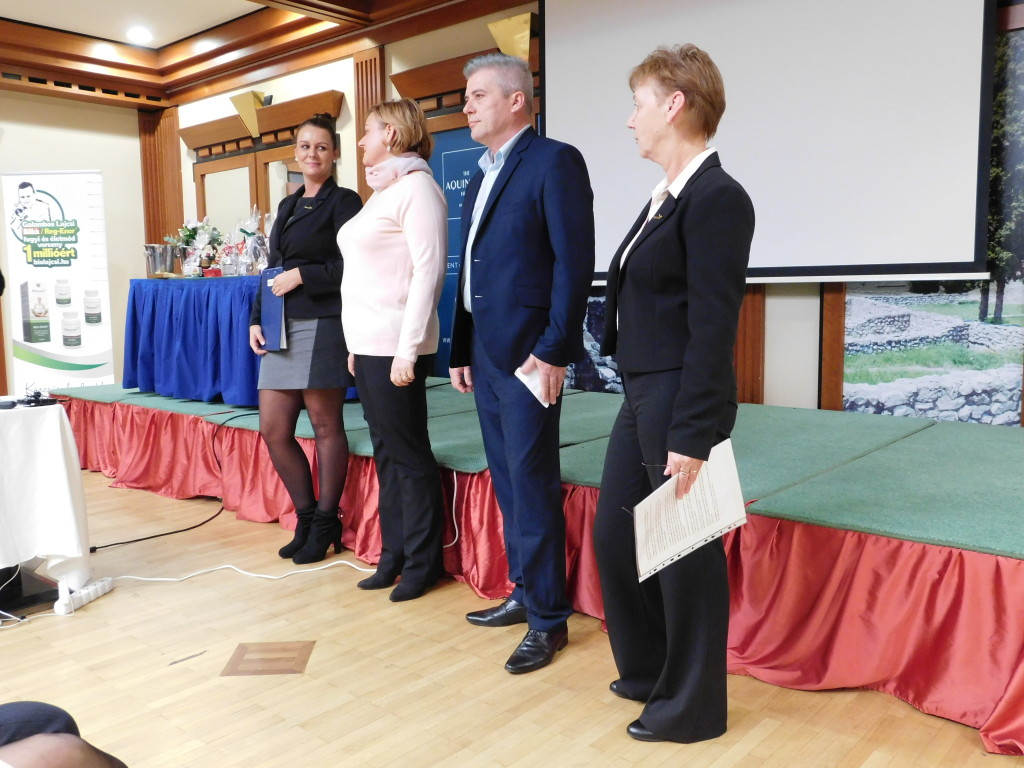 A Sinka-ág hálózatvezetőinek egy csapata a képzésen: (balról jobbra) Csordás Anikó, Tóth Wolford Erika, párja Lali, és Radányi Marcsi