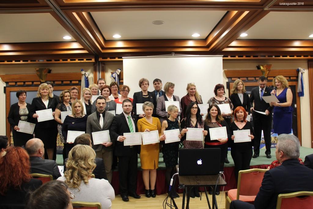 A Vass-ág magyarországi és szlovákiai elismert hálózatvezetőinek csapata, a kép jobb felső sarkában az ágvezetőkkel