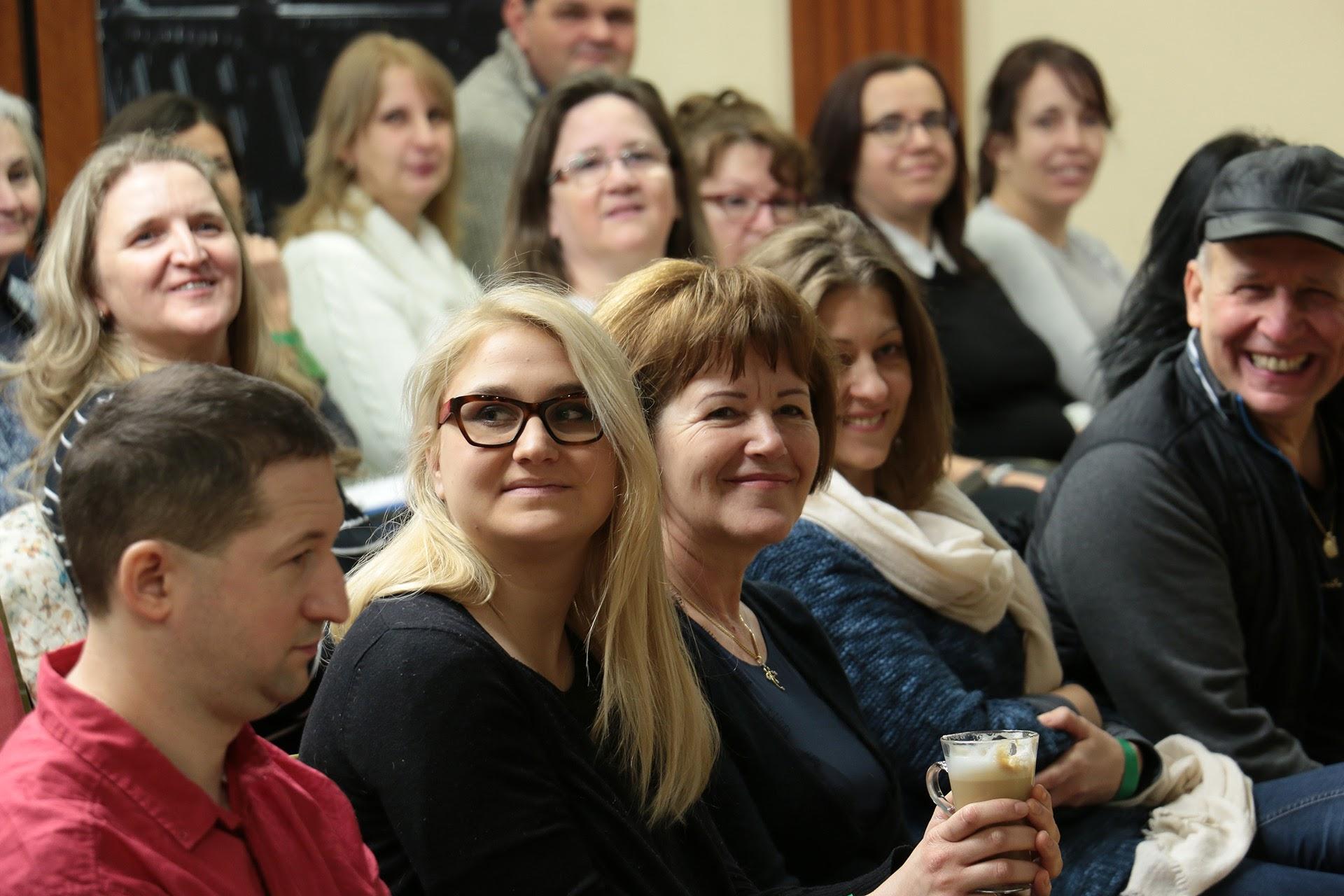 A mosoly egész nap főszereplő volt! A képen többek közt Lőrinczné Marika Arany HV, ágvezető és dr. Komáromi István HV.