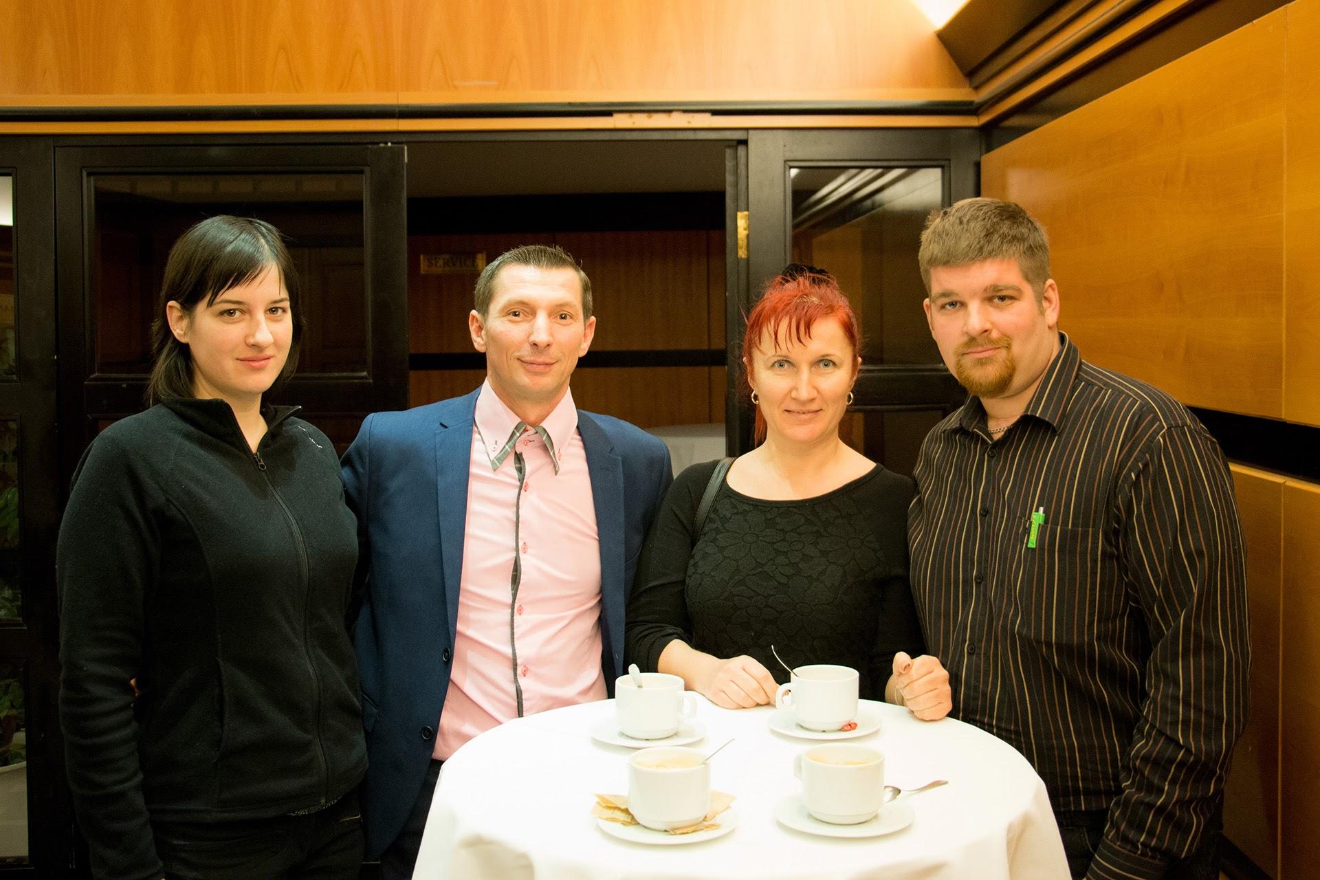 Középen az új 6-os szintű munkatárs, Szilvási Tibor és HV-ja, felesége Szilvási-Vékony Ilona