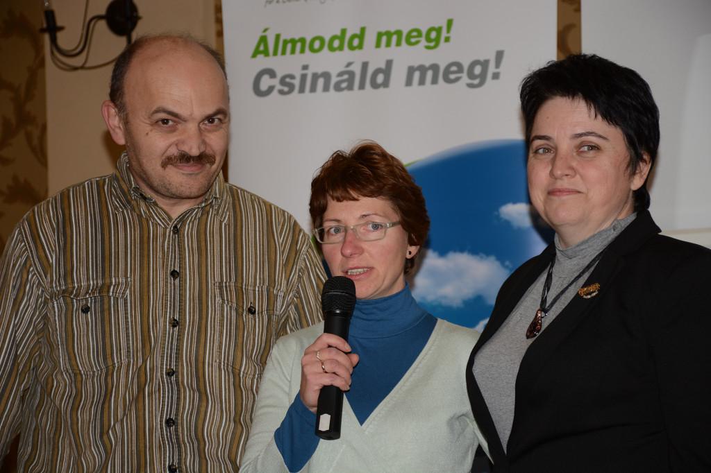 A Turóczi-ág egyik új hálózatvezetője, Ercse Laura a boldog szponzor-házaspár, Gligor Erika és István ölelésében