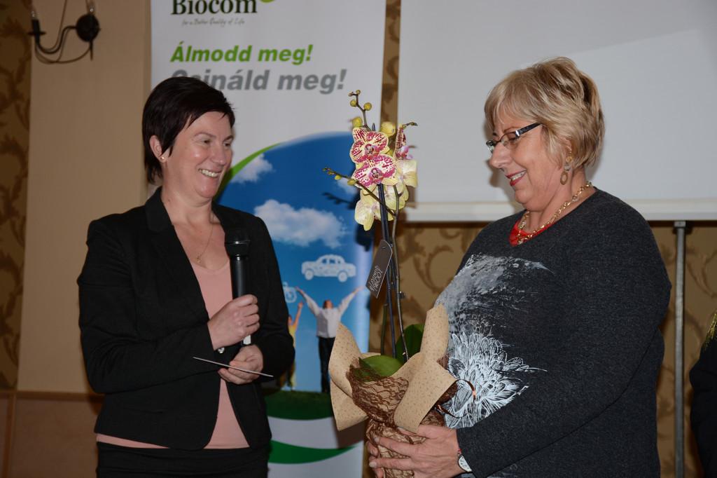 Baricz Annamária Ezüst HV és szponzora, Csibi Margit (balról) a gratuláció közepette
