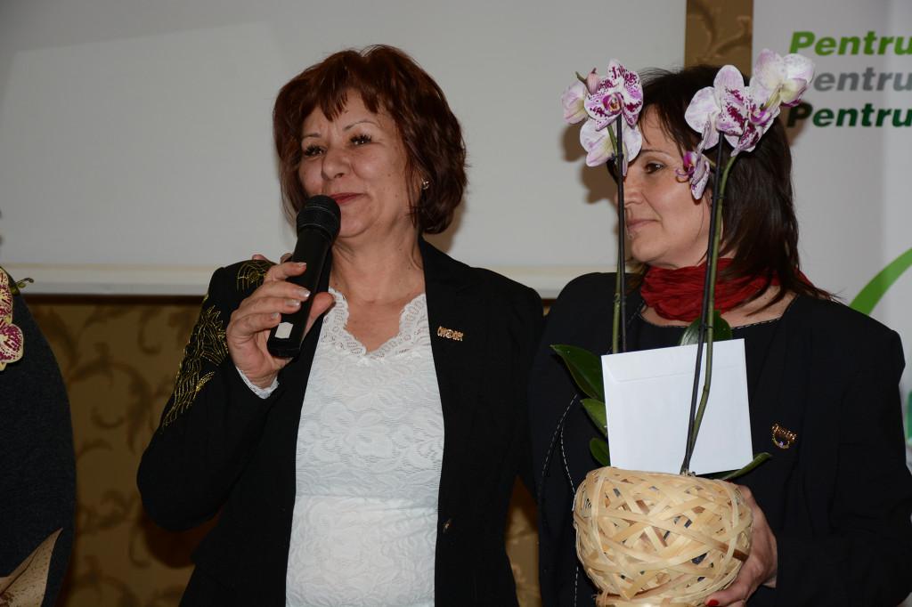 Péter Hajnal új Ezüst HV-nak Turóczi Melinda ágvezető (jobbról) a szponzora