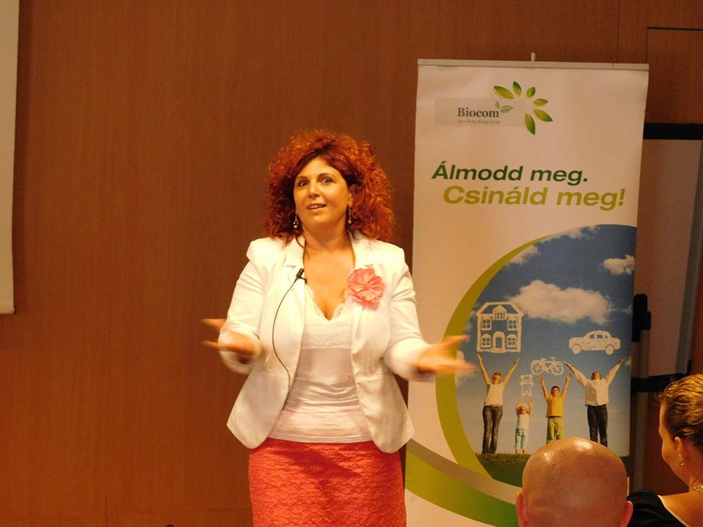 Molnárné Andrea ágvezető példákon keresztül megmutatta, mikorra, milyen jövedelemre számíthatsz, ha jól csinálod. Illetve, egy igazi jövőképet mutatott a Biocom üzlettel.