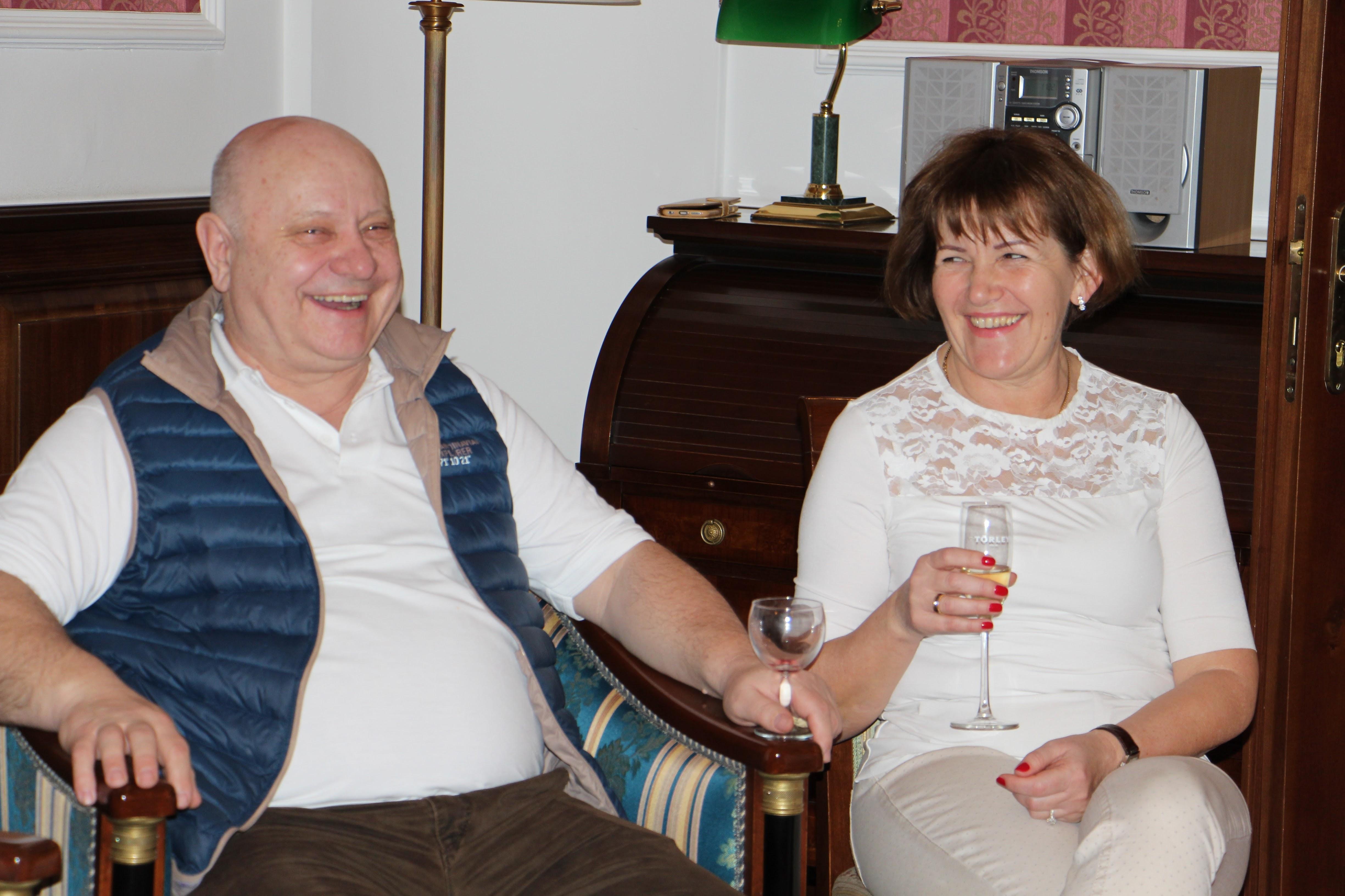 Az ágvezetők, Lőrincz Marika és Lőrincz János vendégül látták az egész csapatot lakosztályukban
