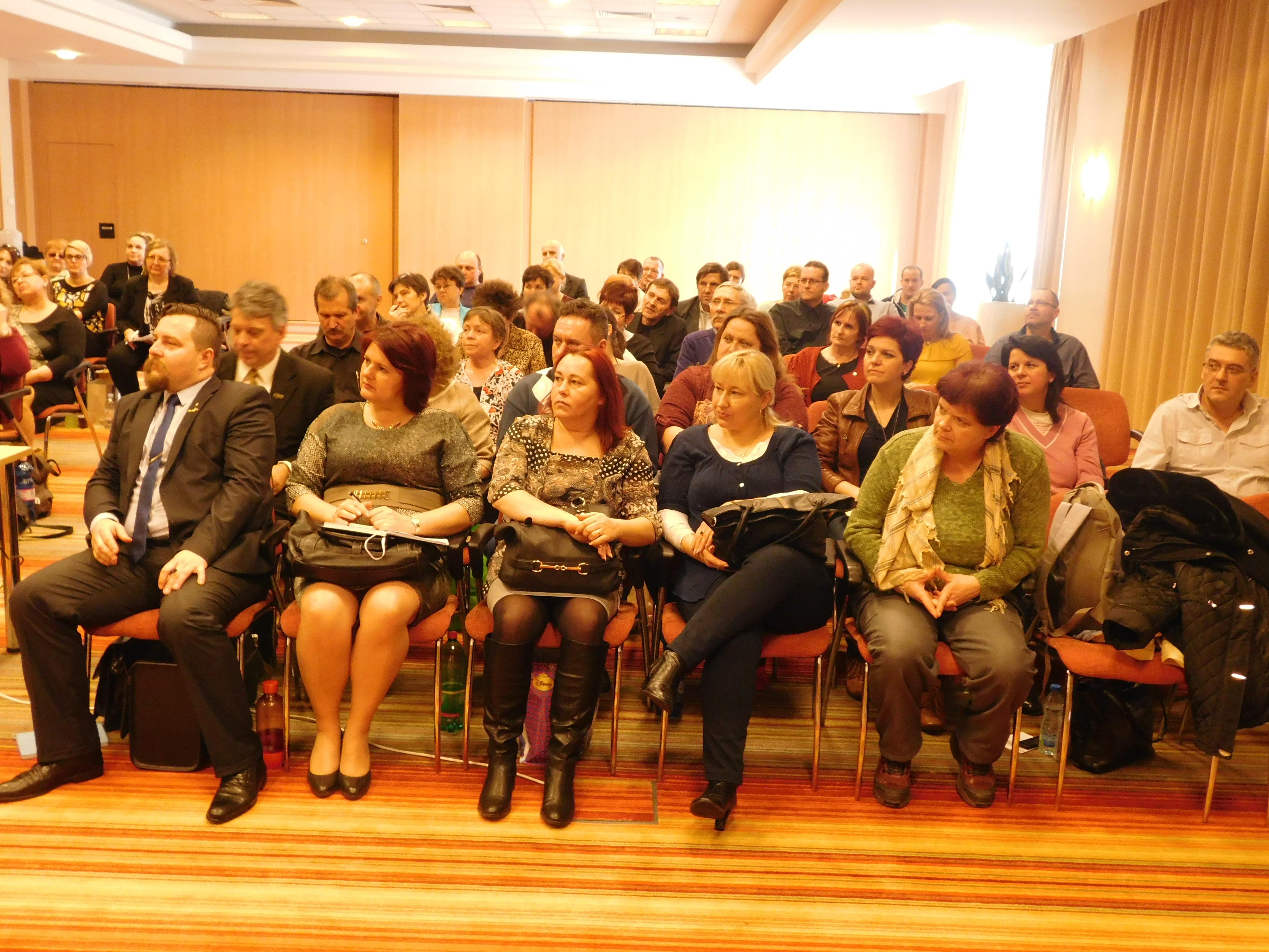 Telt ház volt ezúttal is a Novotelben. A képen csak a terem egyik felének résztvevői... :)