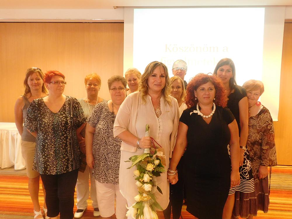 Ocskó Erzsébet (balról) HV csapatának egy részével, előtérben az ágvezetőjével, Molnárné Andreával