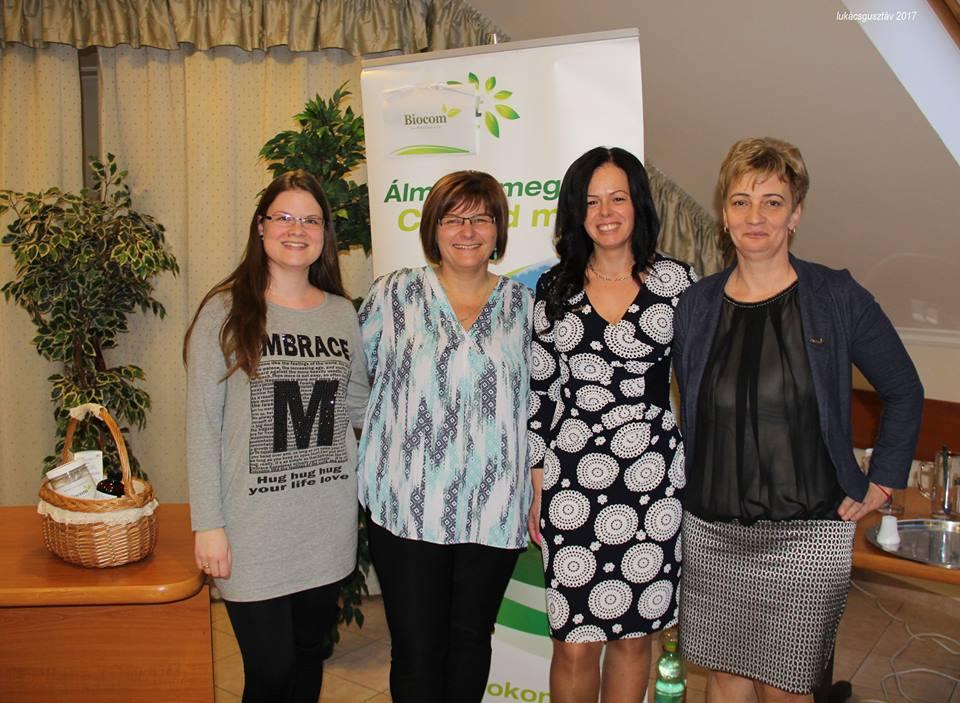 Tövisné Venczel Erika (balról) a Top10 terméket mutatta be TOP-munkatársaival
