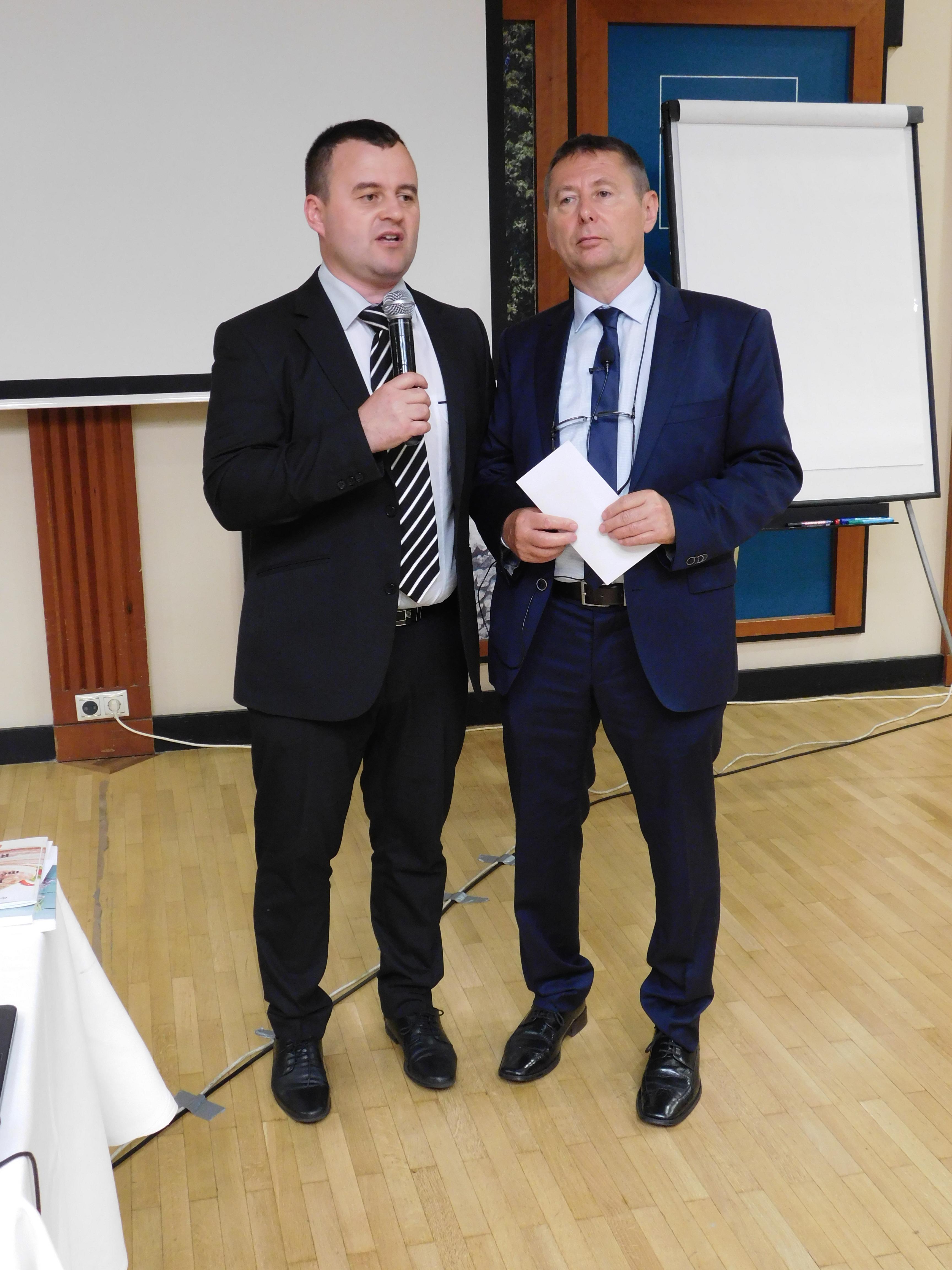 A Ferenczy-ág versenynyertese: Tóth Zoltán, Ferenczy László Arany Hálózatigazgató mellett