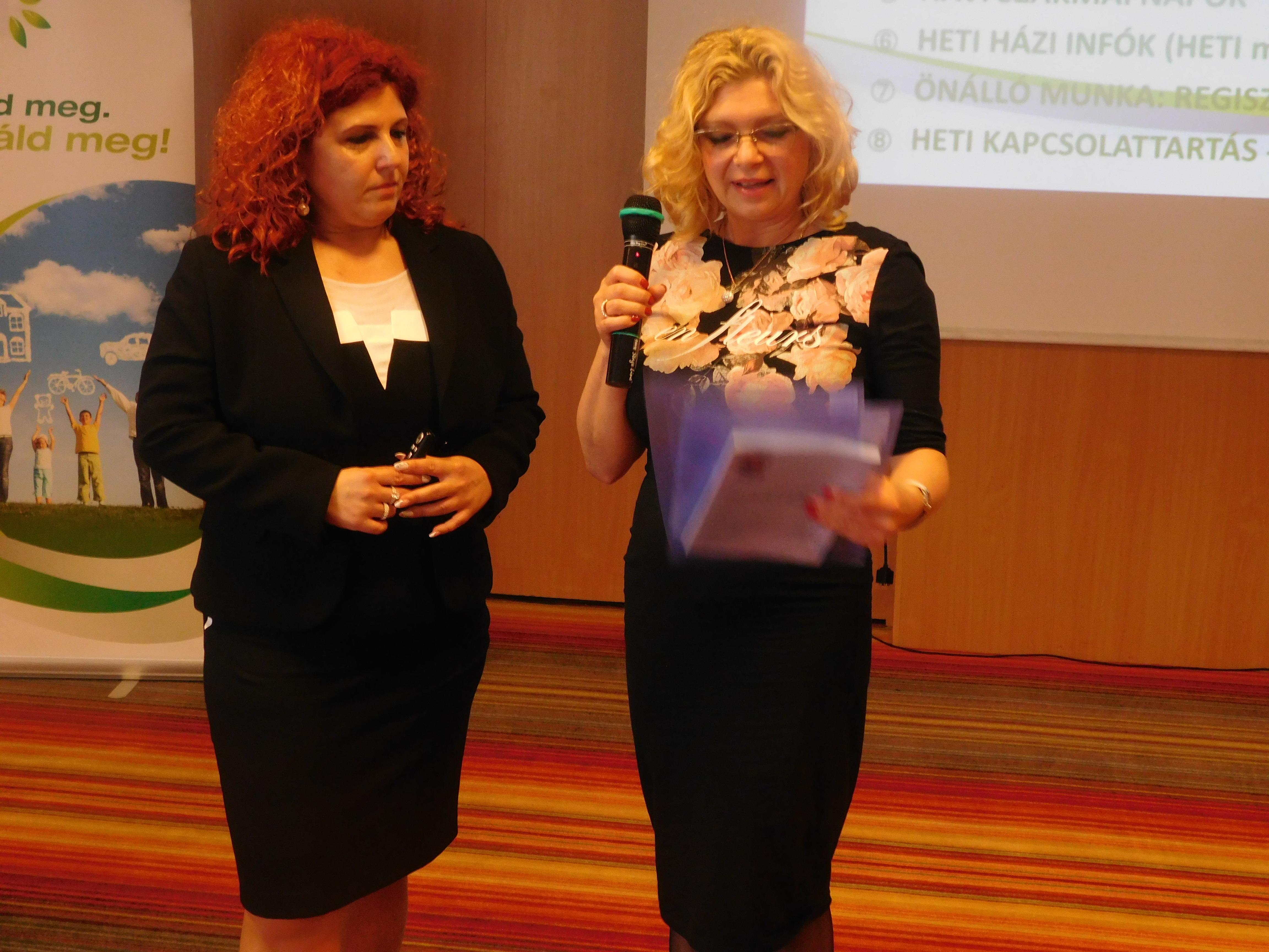 """Molnárné Kati (jobbról), Molnárné Andrea mellett. A téma nála is: """"miértek és hogyanok""""."""