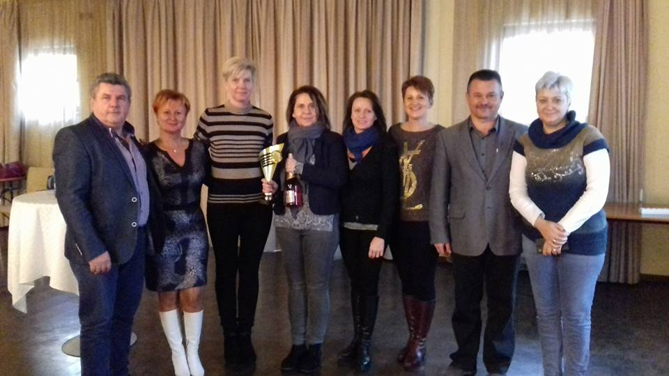 Vezetői értekezlet Szigetszentmiklós. A csapatot éppen elismerte az ágvezető házaspár, Czentlaki Zoltán és Beatrix (balról).