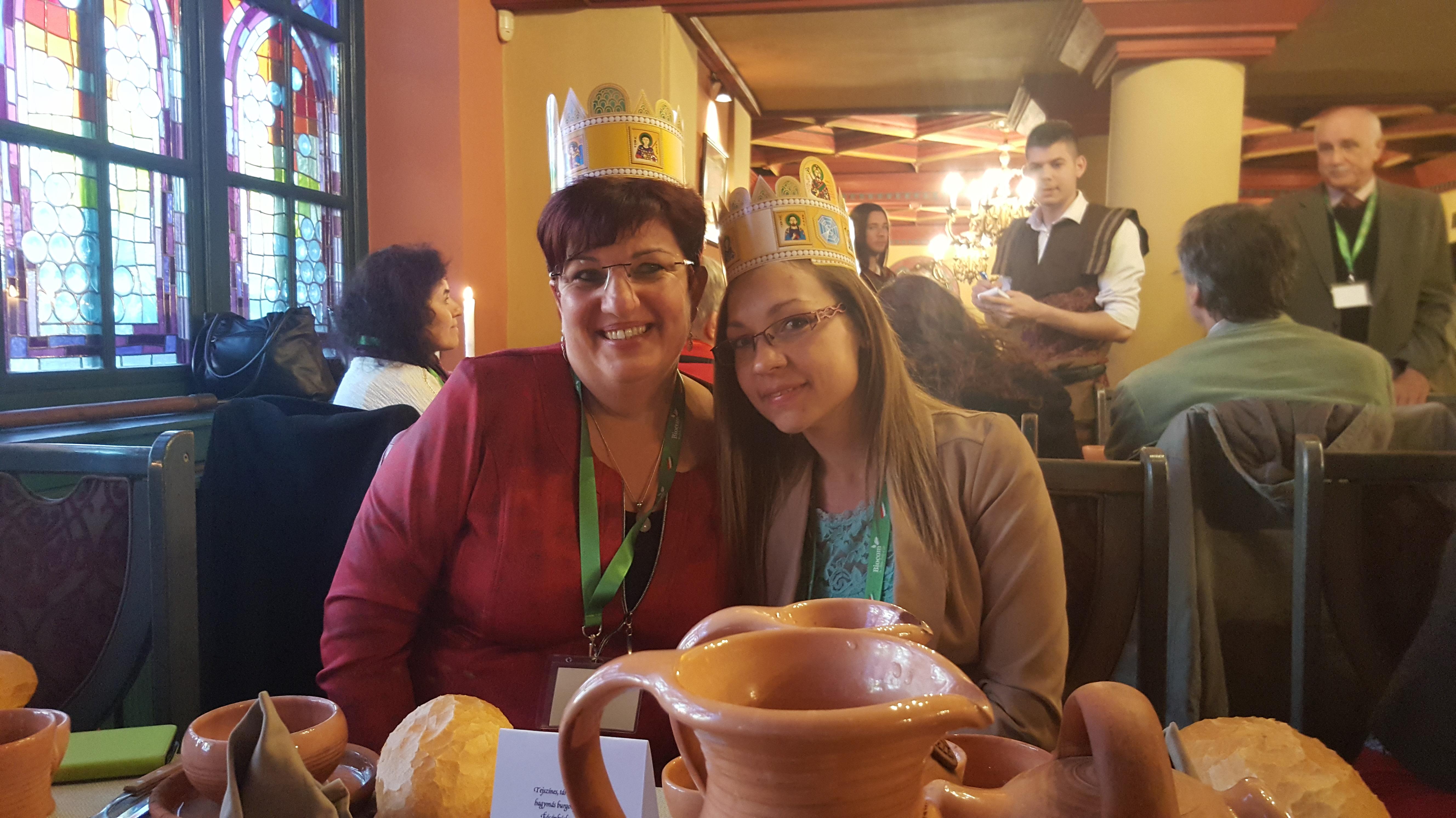 A Visegrádi Vezetőképzőn Víghné Fekete Andrea hálózatvezetőjével (balról)