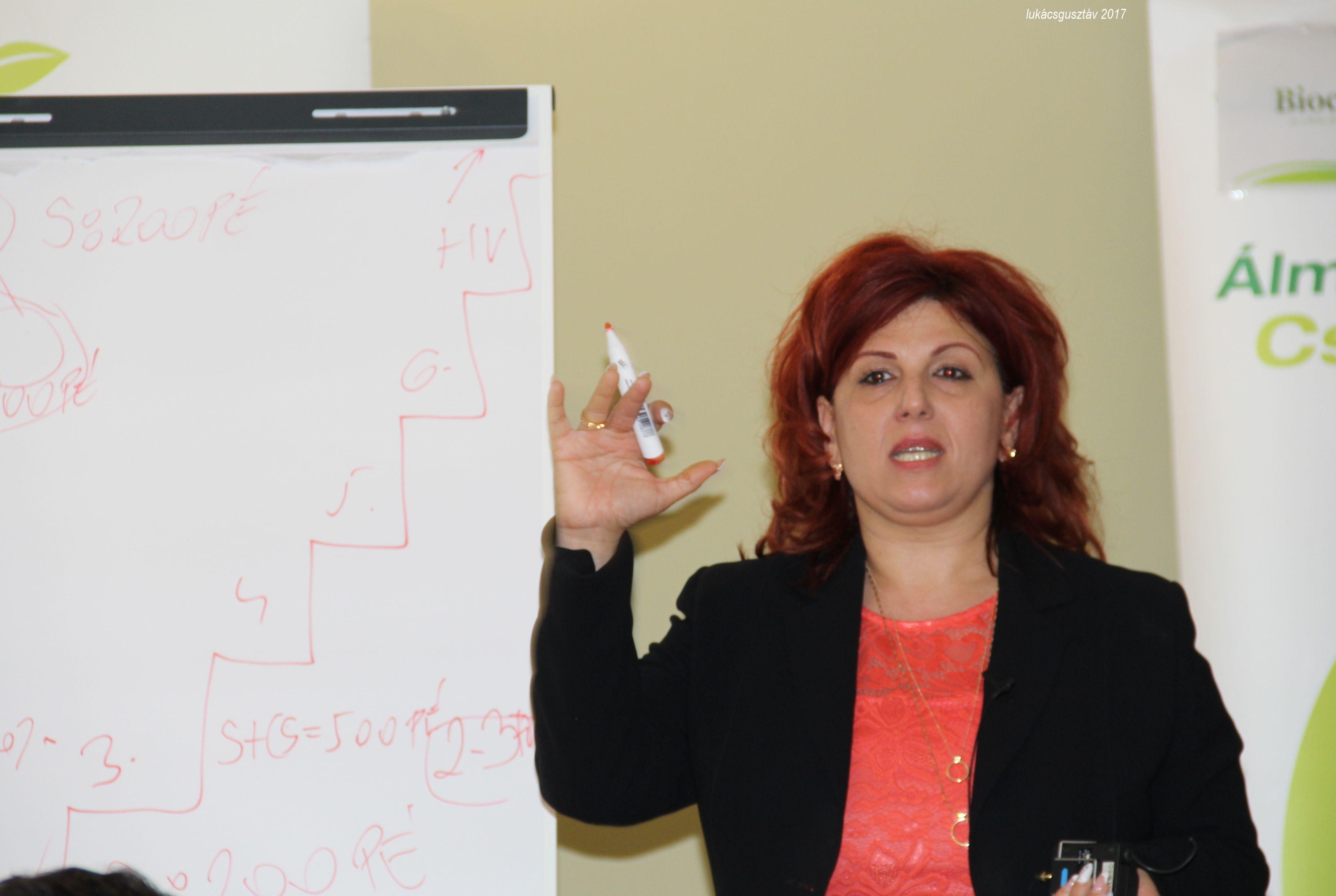 """Molnárné Andrea szegedi ágvezető arról beszélt: érdemes beiratkozni a """"Biocom Szabadegyetemre"""""""