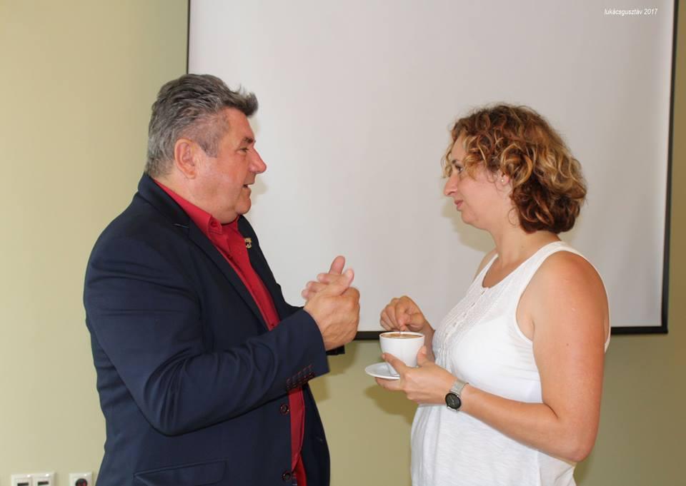 Kávézós, szüneti pillanat: Czentlaki Zoltán Ezüst Hálózatigazgató és Hermann Judit Arany Hálózatvezető