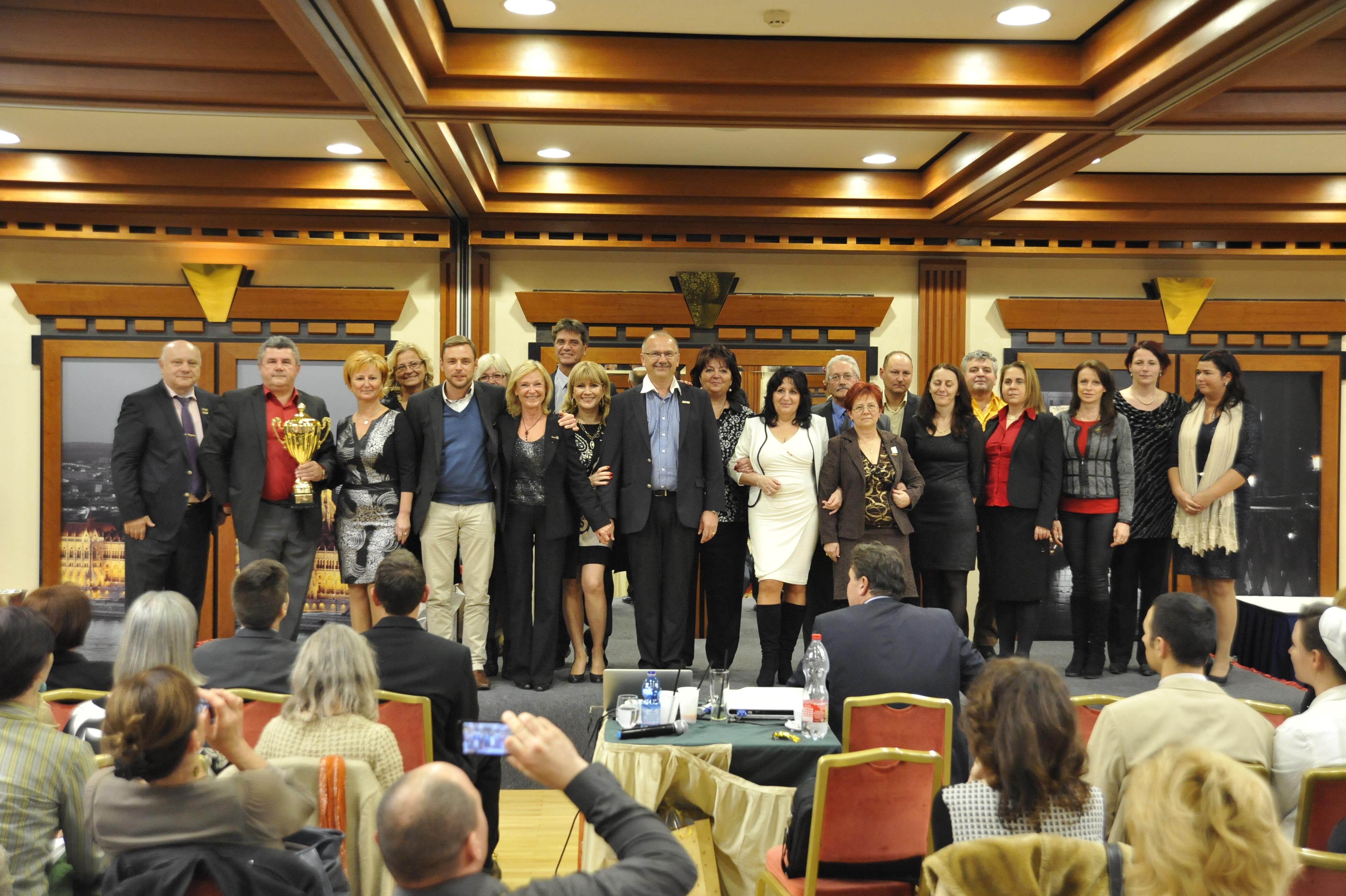A Czentlaki-ág gerincét alkotó vezetők a 2015-ös évzárón