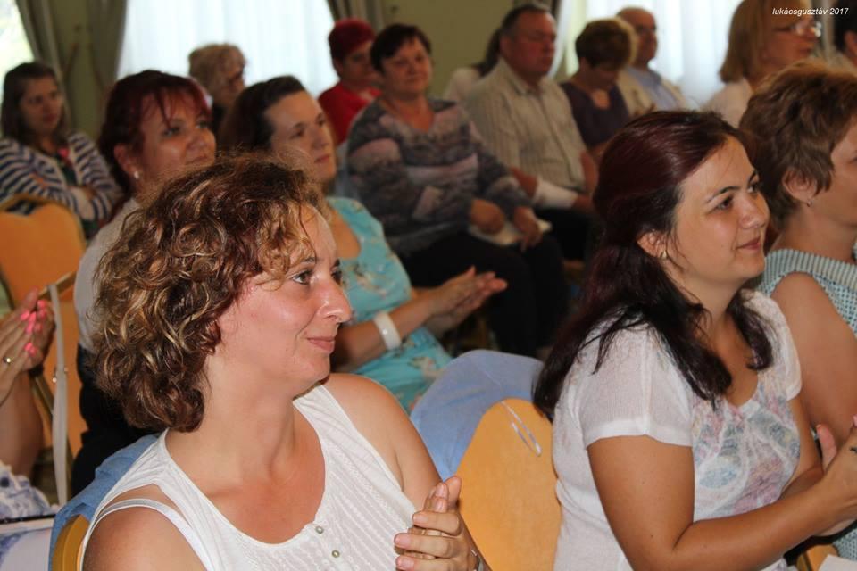 Enikő és Judit láthatóan élvezte a kulcsembereknek tartott calimbrás képzést, Miskolcon