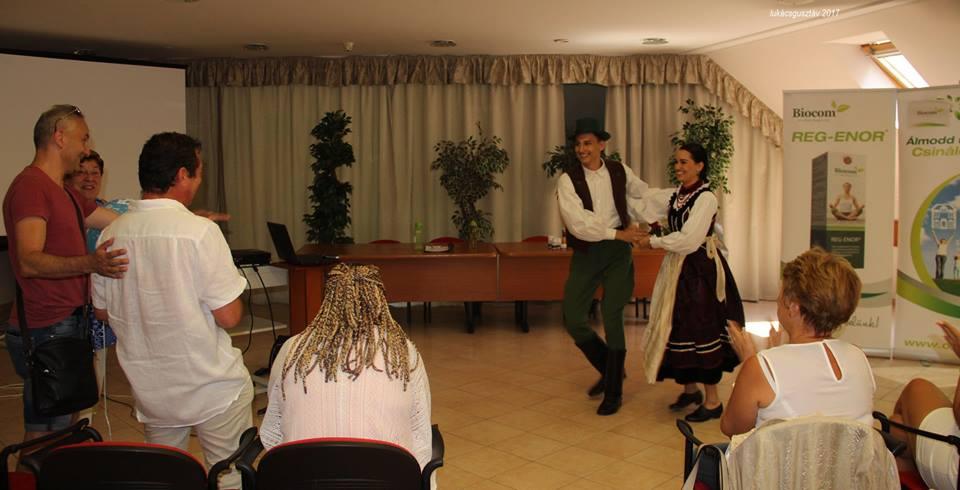 Eszter és Levente táncukkal ajándékozták meg nagybátyjukat, Sinka Gyulát