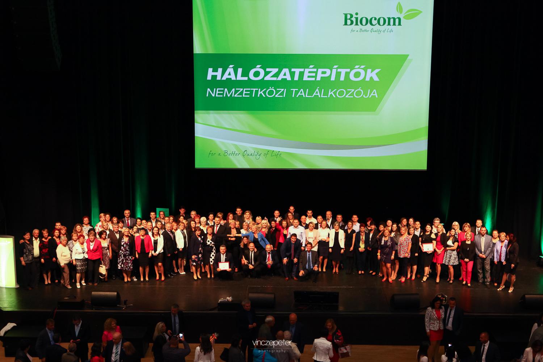 A Czentlaki team képzésen jelenlévő tagjai az ünnepeltekkel és a vezetőséggel
