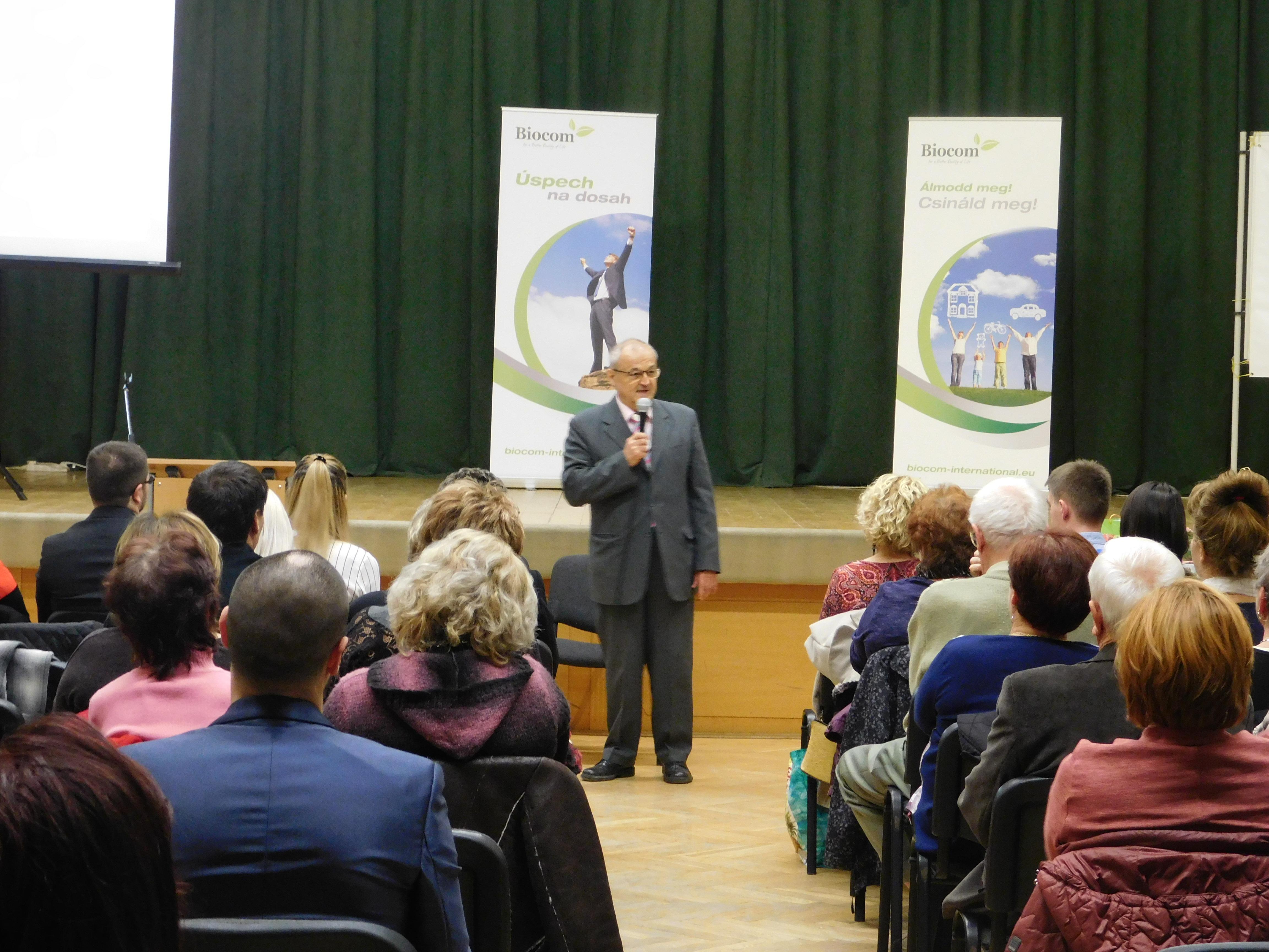 Szabó Sigfrid, a Géniusz-díjas magyar feltaláló, természetgyógyász, reflexológus előadást tartott ismét Révkomáromban