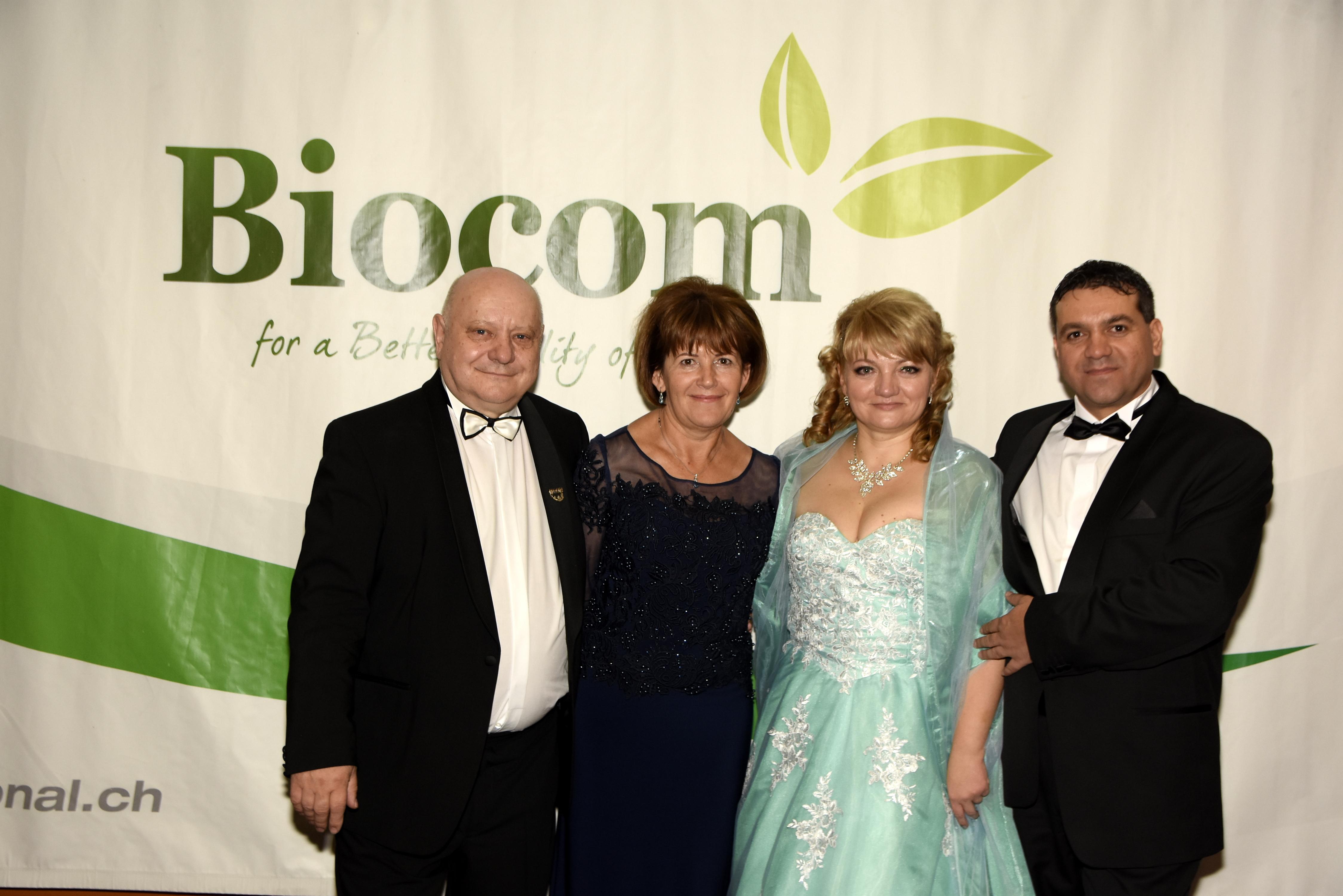 Beta Kádár Tünde és Beta Kolos a Biocom első Gyémánt Hálózatigazgató házaspárjával, Lőrincz Marikával és Jánossal