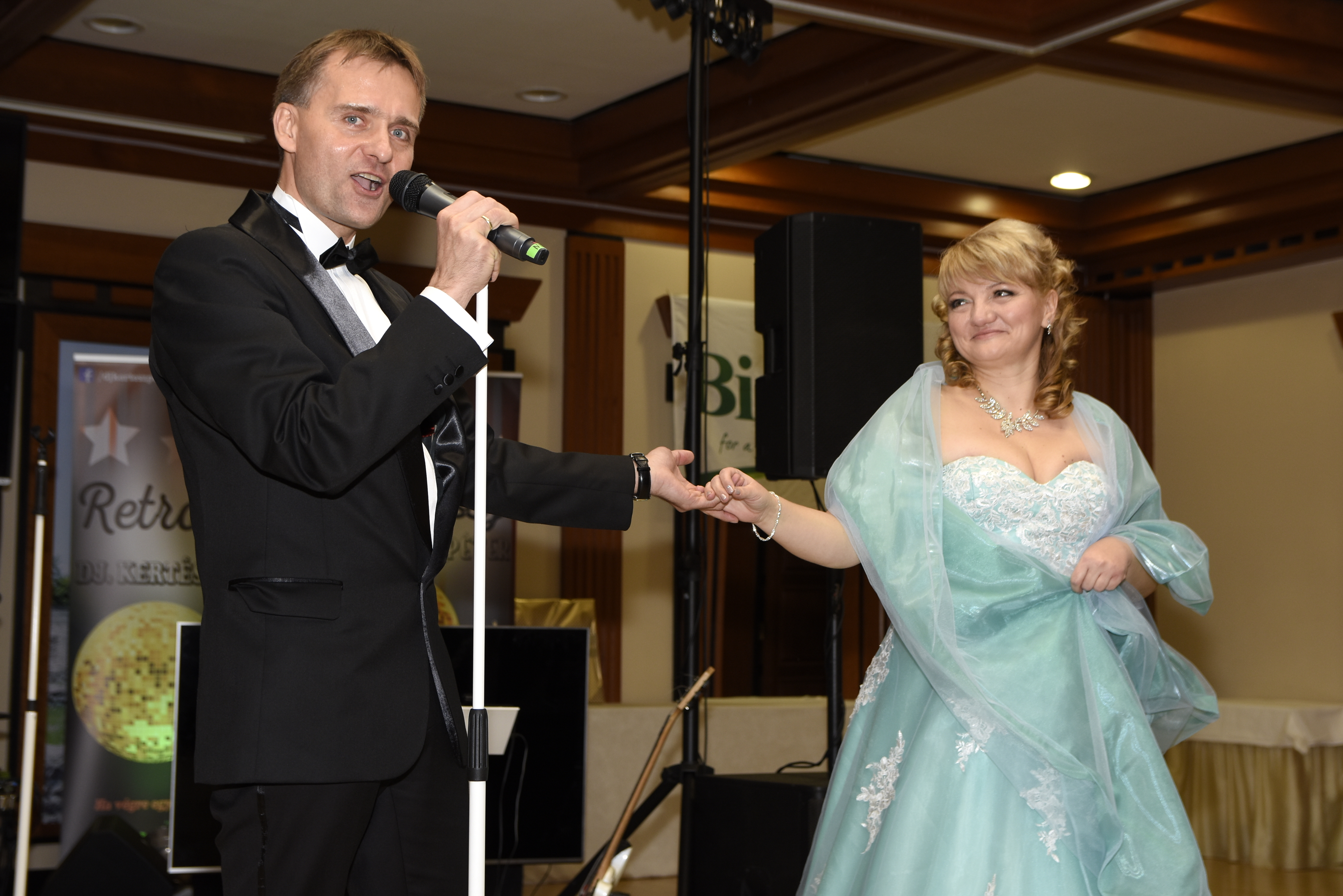 Biocom kommunikációs igazgatója, Tarczy Gyula dallal köszöntötte az ünnepeltet