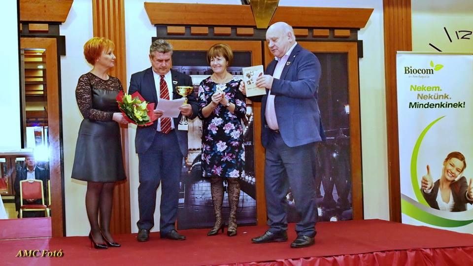 Biocom elismerés a Lőrincz házaspártól Czentlaki Zoltánnak és Beatrixnek