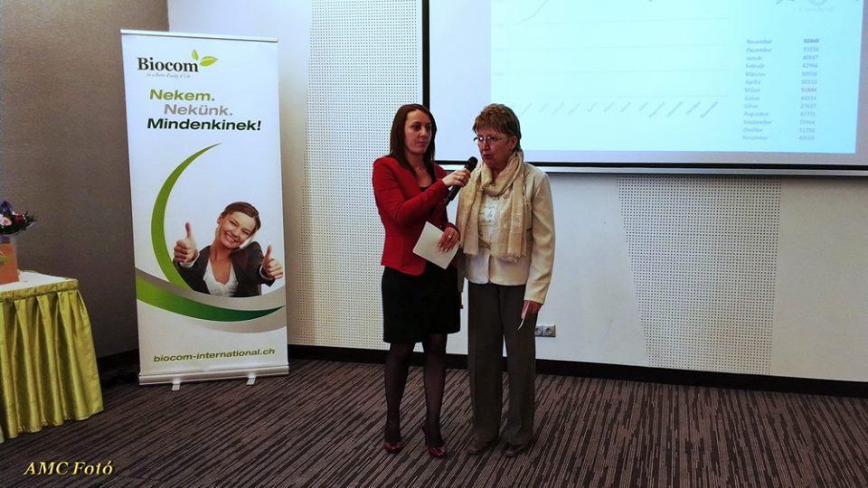Demeterné Kati itt éppen Kovács Zsuzsa hálózatvezetőt faggatja az eredményes munkáról