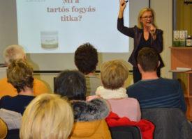 Mi a tartós fogyás titka? – Egészség Estet tartottak Békéscsabán a Tóth Zsizsi-ágon