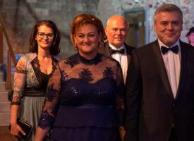 Tízezer ember életébe hoztak pozitív változást: Erika és Lali bált tartottak az Ezüst Hálózatigazgató Tóth-Wolford páros tiszteletére