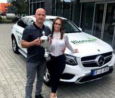 2020 közel felében náluk volt valamelyik céges nyereményautó: Rónai Renáta és Bernáth Attila már 56 ezres csapatot vezet a Tóth-Wolford-ágon